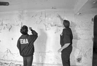 FEMA inspectors examine peeling, lead paint in a New Orleans house after Katrina. Photo courtesy of FEMA