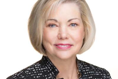 Head shot of Lynn Dugle