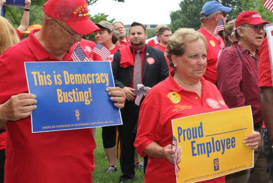 union protesters AFGE
