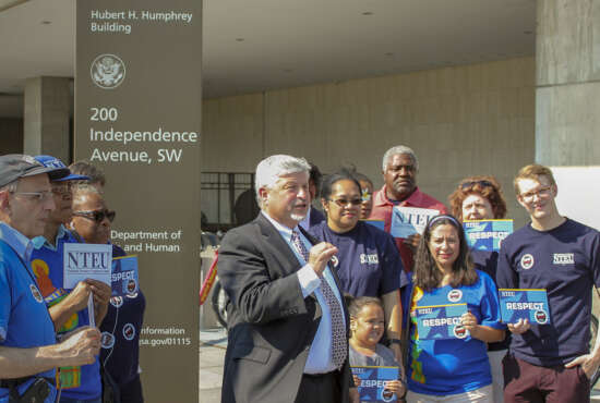 NTEU President Tony Reardon briefs union members (NTEU photo)