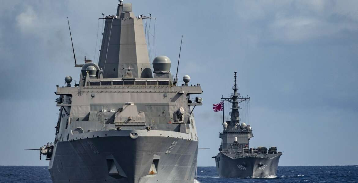 PHILIPPINE SEA (June 8, 2019) The amphibious transport dock ship USS Green Bay (LPD 20) and the Japan Maritime Self-Defense Force amphibious transport dock ship JS Kunisaki (LST 4003) sail in formation during a training exercise with other U.S. Navy and Japan Maritime Self-Defense Force warships. Ashland is underway conducting routine operations as part of the Wasp Amphibious Ready Group (ARG) in the U.S. 7th Fleet area of operations. (U.S. Navy photo by Mass Communication Specialist 2nd Class Markus Castaneda/Released)190608-N-WI365-1036
