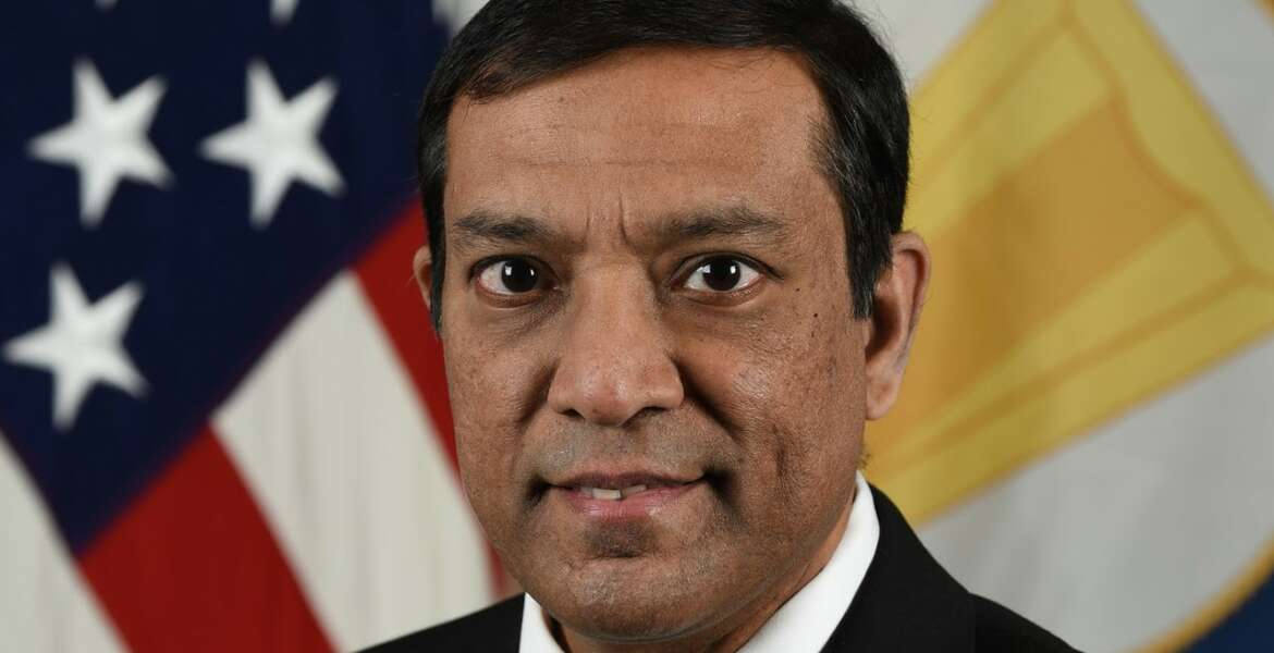 Dr. Raj Iyer. Chief Information Officer, poses for his  official portrait in the Army portrait stuidio in Arlington, Virginia, Jan 22,2021. (U.S. Army photo by Spc. XaViera Masline)